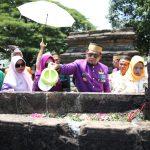 Iqbal Suhaeb saat ziarah ke Makam Raja-Raja Tallo